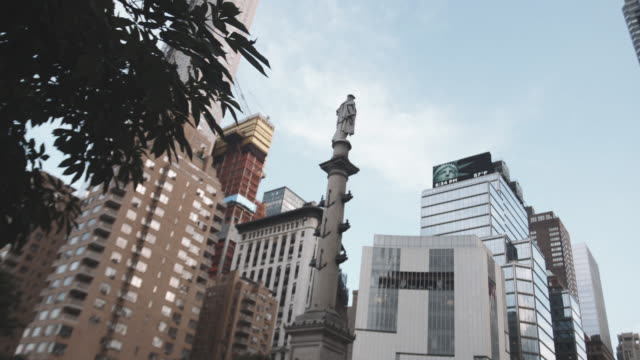 qestablishing shot of new york city's columbus circle on a sunny summer afternoon. - columbus circle stock videos & royalty-free footage