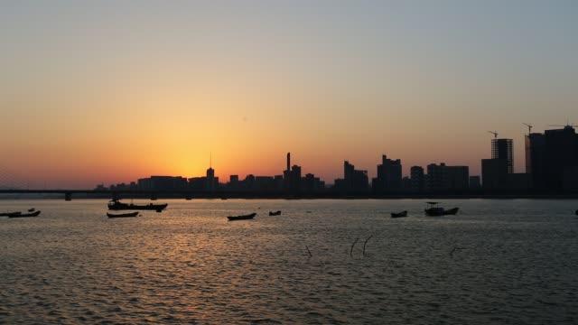 qianjiang new town (new cbd district) along the qiantang river at dusk,hangzhou,china - エスタブリッシングショット点の映像素材/bロール