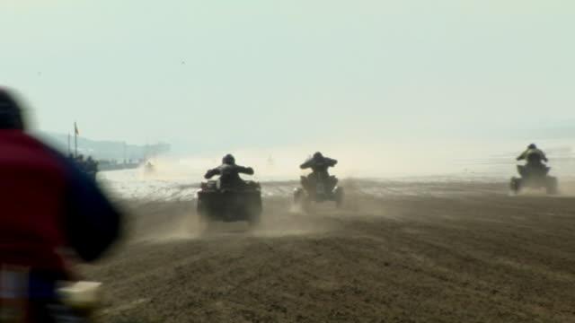 ws, quad bike race, weston super mare beach race, california, usa - fahrzeug fahren stock-videos und b-roll-filmmaterial