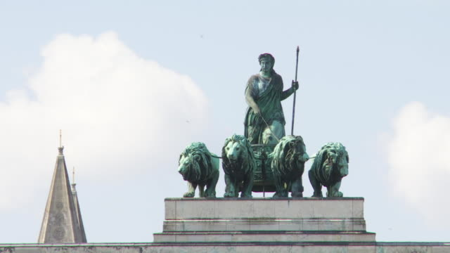 cu pan quadriga on top of the siegestor (victory gate) in munich - human representation stock videos and b-roll footage