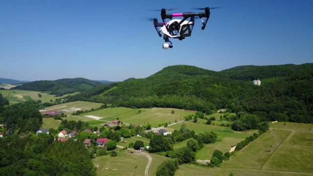 quadrocopter filmed in flight in 4k - drohnenperspektive stock-videos und b-roll-filmmaterial