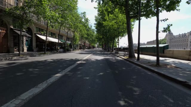 vidéos et rushes de quai de la megisserie with few traffic and few pedestrians on may 8 2020 in paris france on the 53rd day of a lockdown in france aimed at curbing the... - lockdown