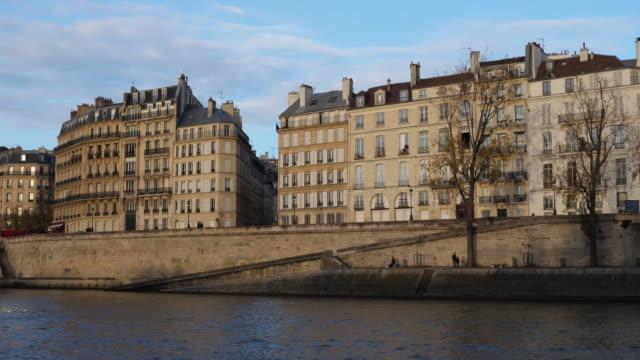 quai d'orléans, ile saint louis, 4th arrondissement, paris, france - saint louis bildbanksvideor och videomaterial från bakom kulisserna
