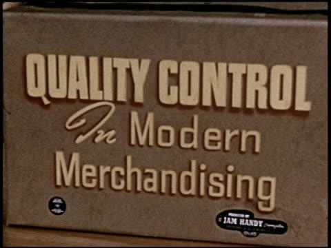 quality control in modern merchandising - 1 of 23 - altri spezzoni di questa ripresa 2398 video stock e b–roll