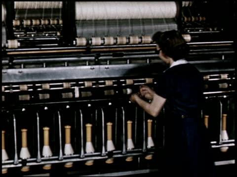 quality control in modern merchandising - 10 of 23 - altri spezzoni di questa ripresa 2398 video stock e b–roll