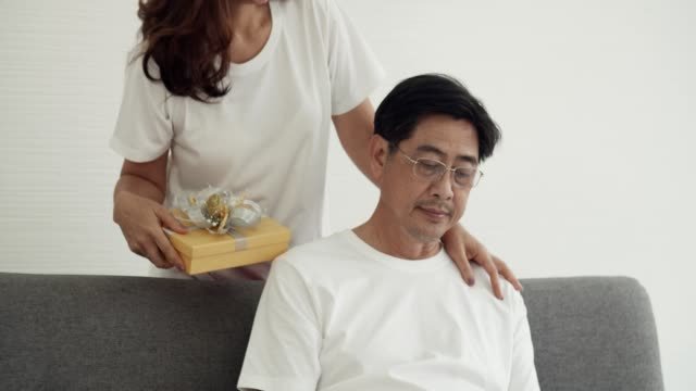 quarantine : asian mature couple celebrating at home - wife stock videos & royalty-free footage