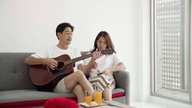 quarantine : senior couple enjoying the music at home - human relationship stock videos & royalty-free footage