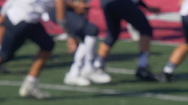 quarterback and men playing american football game. - クオーターバック点の映像素材/bロール