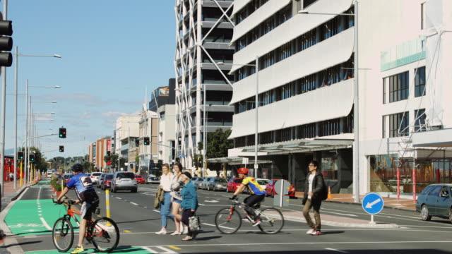 vídeos de stock e filmes b-roll de quay street, auckland, new zealand - ciclo