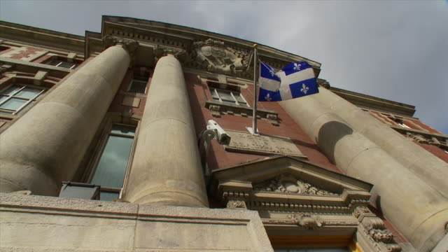 quebec flag in fine arts school old building - ケベックの旗点の映像素材/bロール
