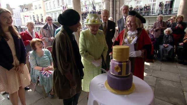 Queen 90th Windsor Queen walkabout from1200pm **BEWARE Crowd sings 'Happy Birthday' as Queen Elizabeth II cuts cake / crowd applauds