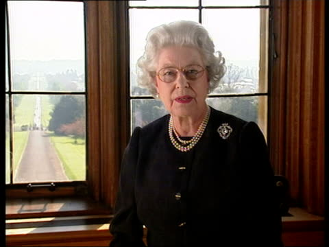 queen addresses nation/grandsons join vigil; pool berkshire: windsor castle: int queen elizabeth ii tv address sot - ever since my beloved mother... - gedenkveranstaltung stock-videos und b-roll-filmmaterial