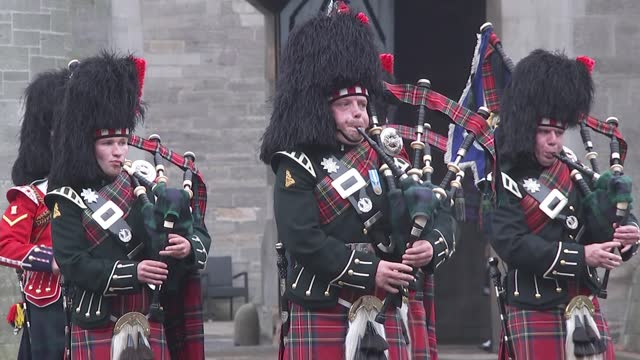 queen and duke of cambridge attend ceremony of the keys at palace of holyroodhouse; scotland: edinburgh: palace of holyroodhouse: ext gv pipers... - side view stock videos & royalty-free footage