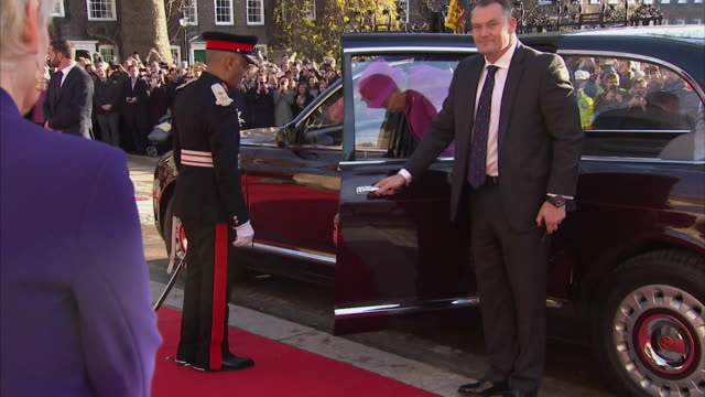 queen and duke or york visit lincoln's inn london - ヨーク公 アンドルー王子点の映像素材/bロール