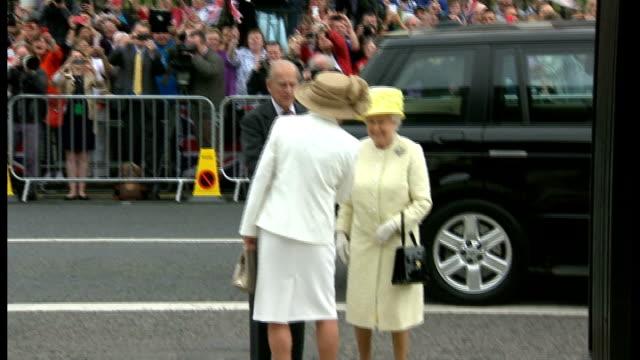 queen and duke visit to northern ireland: day 2; northern ireland: belfast: crumlin road gaol: ext queen elizabeth and prince philip, duke of... - メアリー ピータース点の映像素材/bロール