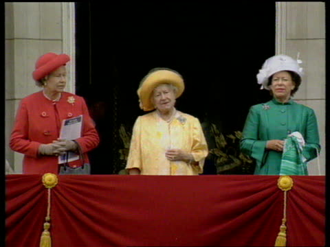 stockvideo's en b-roll-footage met queen and prince philip collection 7 t08059501 day 50th anniversary celebrations london buckingham palace queen elizabeth ii the queen mother and... - prinses margaret windsor gravin van snowdon