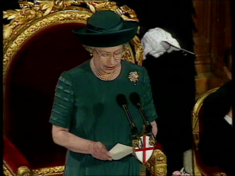 vidéos et rushes de queen and prince philip collection 7 t24119207 241192 queen sums up her year as an 'annus horibilis' london guildhall queen elizabeth ii making... - 1992