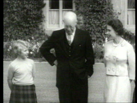 vídeos de stock, filmes e b-roll de queen and prince philip collection 7 t29085902 29859 president dwight d eisenhower of the usa meets royal family scotland balmoral eisenhower posing... - dwight eisenhower