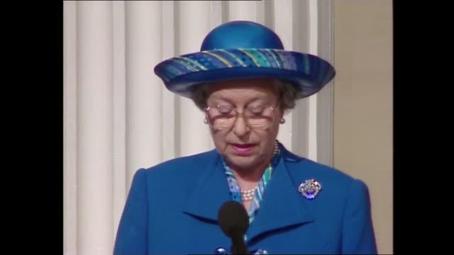 vídeos de stock e filmes b-roll de queen and prince philip: golden wedding anniversary: speeches; england: london: westminster: whitehall: banqueting house: int queen elizabeth ii... - aniversário especial