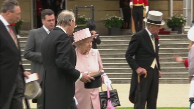 queen and prince philip host buckingham palace garden party england london buckingham palace ext people at garden party / queen elizabeth ii prince... - prinz michael von kent stock-videos und b-roll-filmmaterial