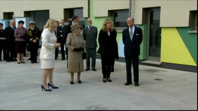 queen and prince philip visit battersea dogs and cats home queen and philip along kennel corridor queen and philip chatting to paul o'grady and dog... - paul o'grady stock-videos und b-roll-filmmaterial