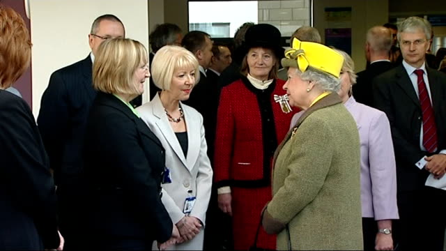 queen and prince philip visit hull; queen touring hospital / patients and nurses in waiting room applauding as queen along and past sot / queen... - patientin stock-videos und b-roll-filmmaterial