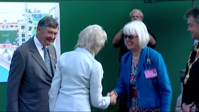 queen arrives at chelsea flower show ***contains london chelsea ext princess alexandra handshakes with chelsea flower show dignitaries / duchess of... - prinz michael von kent stock-videos und b-roll-filmmaterial