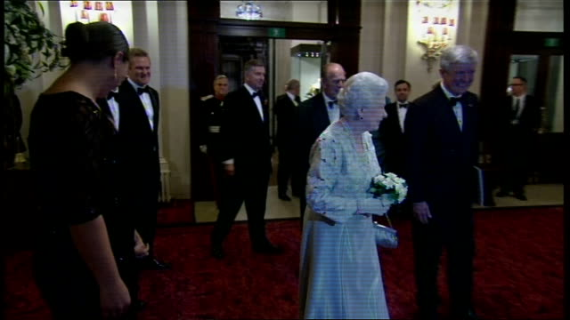 stockvideo's en b-roll-footage met queen attends gala diamond jubilee celebration at royal opera house; england: covent garden: royal opera house: ext/night queen elizabeth ii out of... - gala