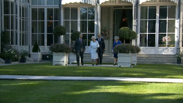 Queen attends Garden Party at British Ambassadors residence in Paris FRANCE Paris PHOTOGRAPHY*** The Queen Queen Elizabeth II and Prince Philip the...