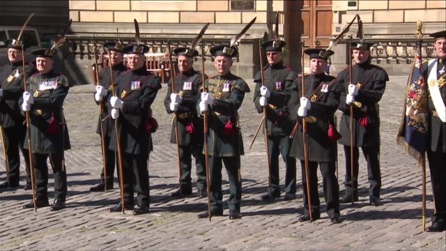 vídeos y material grabado en eventos de stock de queen attends order of the thistle service scotland edinburgh st giles' cathedral ext gvs members of the order entering st giles' cathedral / gvs... - escocia