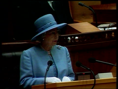 Queen attends parliament Meets Nelson Mandela ITN SOUTH AFRICA Cape Town Parliament Building TLS Queen along to podium TCMS Queen Elizabeth II speech...