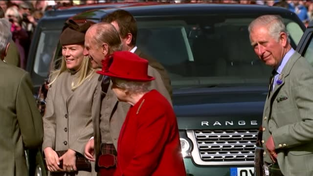 queen attends the highland games scotland aberdeenshire braemar ext royal cars arriving / various of queen elizabeth ii prince philip the duke of... - highland games stock videos & royalty-free footage