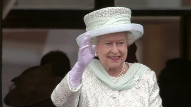queen becomes first british monarch to reach sapphire jubilee; queen becomes first british monarch to reach sapphire jubilee; lib / 5.6.2012 london:... - elizabeth ii stock videos & royalty-free footage