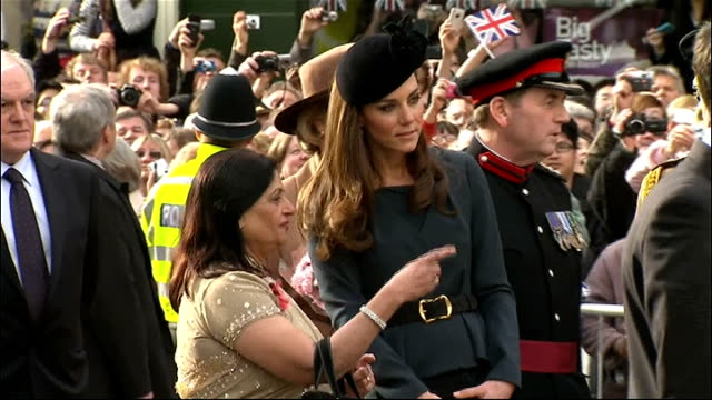 Queen begins her Diamond Jubilee tour of the UK in Leicester ENGLAND Leicestershire Leicester EXT Queen Elizabeth II and Catherine Duchess of...