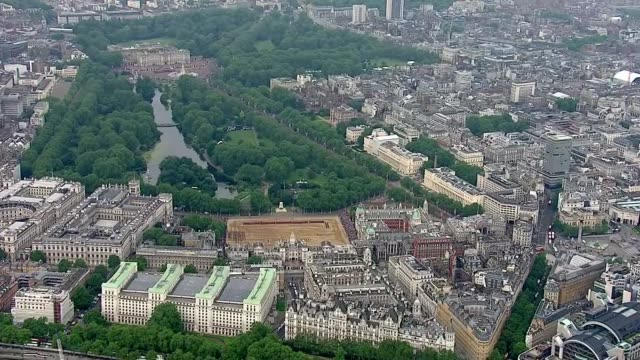queen elizabeth 90th birthday: aerials buckingham palace and horseguards parade; air views buckingham palace, the mall and horseguards parade as... - 90th birthday stock videos & royalty-free footage