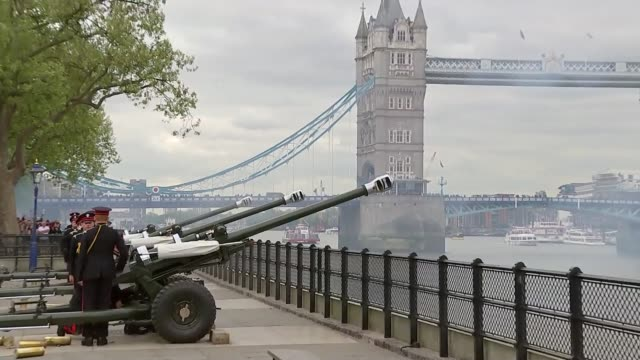 queen elizabeth 91st birthday: 41 gun salute at the tower of london; england: london: tower of london: ext various shots of 41 gun salute at the... - queen's birthday stock videos & royalty-free footage