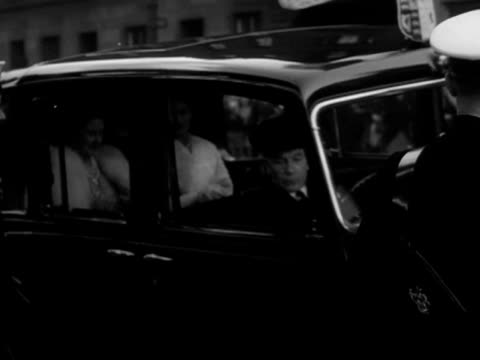 queen elizabeth and princess margaret arrive at the lyceum theatre for a theatrical performance during the edinburgh festival september 1950 - princess margaret 1950 stock videos and b-roll footage