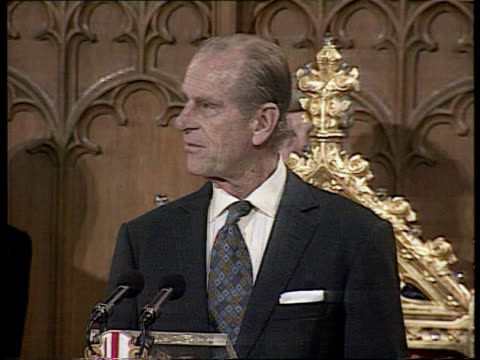 vídeos y material grabado en eventos de stock de queen elizabeth and the duke of edinburgh's golden wedding anniversary uk london guild hall queen elizabeth ii prince phillip attending luncheon... - aniversario