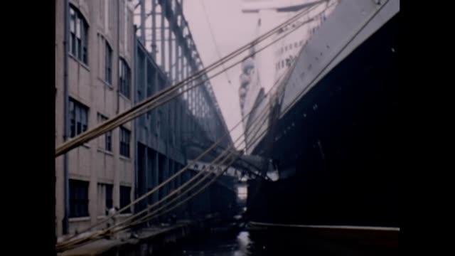 1957 RMS Queen Elizabeth at Dock