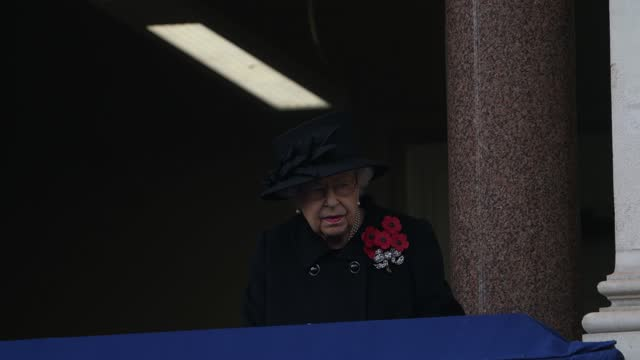 queen elizabeth attends the national service of remembrance at the cenotaph on november 8, 2020 in london, england. - königin stock-videos und b-roll-filmmaterial