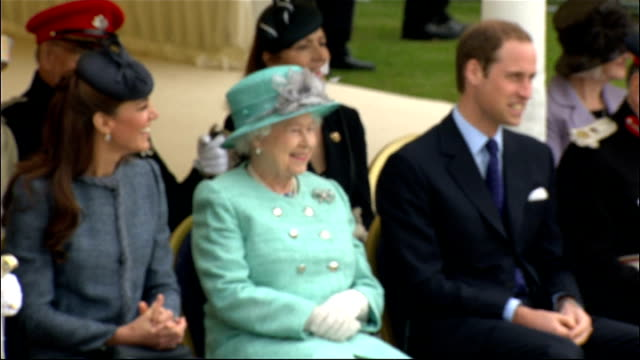 nottingham vernon park prince william back through crowds of spectators and taking seat alongside queen elizabeth and catherine duchess of cambridge... - ロイヤルツアー点の映像素材/bロール