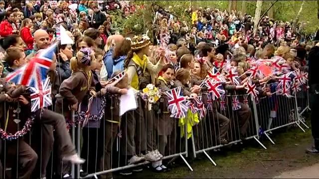 queen elizabeth diamond jubilee tour: yeovil; general views of owls in enclosure / general views of people along at country fayre / crowds waving... - enclosure stock videos & royalty-free footage