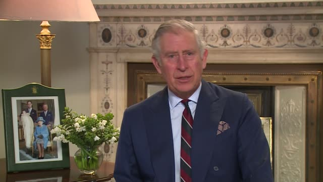 vidéos et rushes de prince charles shakespeare tribute england london int prince charles recites passage from shakespeare's 'henry viii' sot good grows with her in her... - 90e anniversaire anniversaire