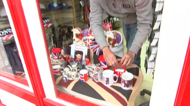 vox pops and windsor shops england berkshire windsor int various shots gift shop selling royal memorabilia / people waiting for queen outside windsor... - お土産点の映像素材/bロール