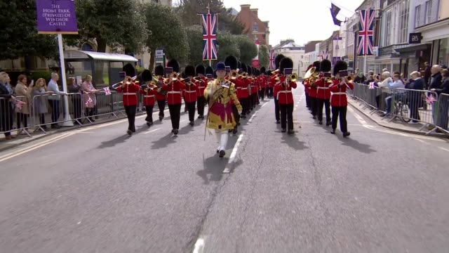 queen elizabeth ii 90th birthday: windsor crowds; military band along and into windsor castle - queen's birthday stock videos & royalty-free footage