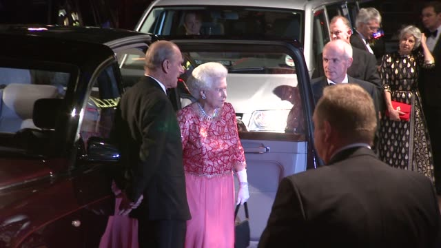queen elizabeth ii and and prince philip, duke of edinburgh arriving at the premiere at the royal premiere of a bunch of amateurs at london . - 2008 stock-videos und b-roll-filmmaterial