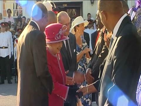 stockvideo's en b-roll-footage met queen elizabeth ii and prince philip are greeted at lf wade international airport as part of their caribbean tour bermuda 24 november 2009 - atlantische eilanden