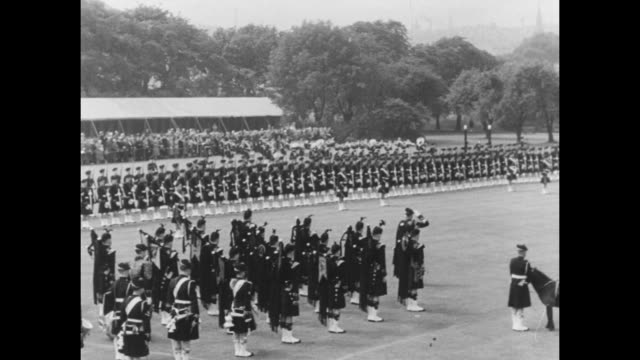 ws queen elizabeth ii and prince philip duke of edinburgh on lawn of holyrood palace for military review in edinburgh pan lawn to line of argyll and... - holyrood bildbanksvideor och videomaterial från bakom kulisserna
