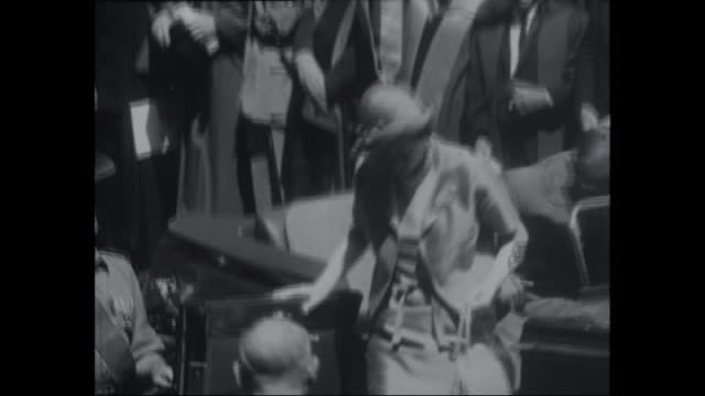 queen elizabeth ii and with prince phillip arriving in an open top car to the university of nsw / queen ii walking up stairs to podium / academics in... - 1963 stock-videos und b-roll-filmmaterial