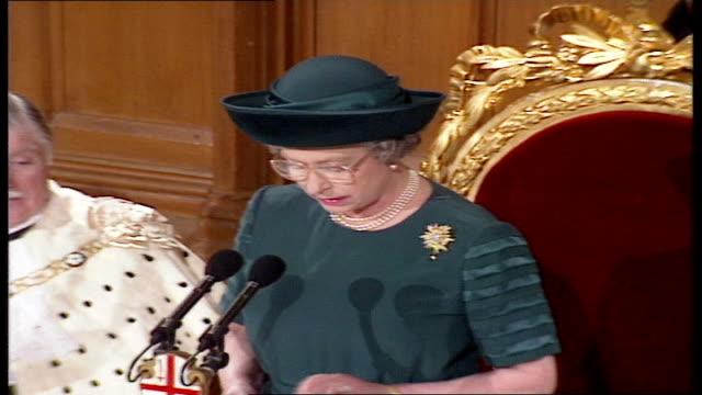 queen elizabeth ii 'annus horribilis' speech at london guildhall; england: london: guildhall: queen elizabeth ii speech sot - my lord mayor, could i... - rathaus stock-videos und b-roll-filmmaterial